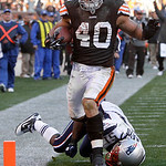 Cleveland Browns running back Peyton Hillis (40) slips a tackle by New England Patriots linebacker Jerod Mayo on a 35-yard touchdown run in the fourth quarter of an NFL football game  Sunday ...