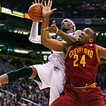 Phoenix Suns' Hakim Warrick shoots as Cleveland Cavaliers' Samardo Samuels defends during the first half of an NBA basketball game on Sunday, Jan. 9, 2011, in Phoenix. (AP Photo/The Arizona  ...
