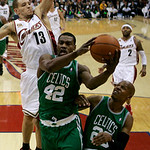 Boston Celtics' Tony Allen (42) drives between Cleveland Cavaliers' Delonte West (13) and Cetics' Ray Allen in the second quarter of Game 2 in the second round of an NBA basketball playoff s ...