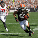 Cleveland Browns running back Peyton Hillis (40) crosses into the end zone for a touchdown after catching a pass from Cleveland Browns quarterback Seneca Wallace during the first half of an  …