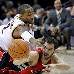 Toronto Raptors' Jose Calderon, right, from Spain, passes the ball as Cleveland Cavaliers' Mo Williams defends in the second quarter of an NBA basketball game Wednesday, Jan. 5, 2011, in Cle …