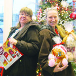 Sisters Pam Krafczinski and Kim Tromler donated for the first time to the Not Forgotten Box.