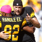 Pittsburgh Steelers quarterback Ben Roethlisberger (7), right, hugs teammate Antwaan Randle El (82) at the beginning of warmups before the NFL football game against the Cleveland Browns, Sun …