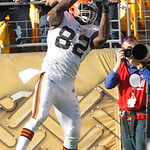 Cleveland Browns tight end Benjamin Watson (82) comes down with a pass in the fourth quarter for the Browns' only touchdown of the NFL football game against the Pittsburgh Steelers, Sunday, …