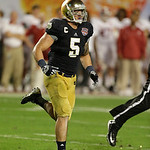 Notre Dame linebacker Manti Te'o (5) works against Alabama during the second half of the BCS National Championship college football game Monday, Jan. 7, 2013, in Miami. (AP Photo/Chris O'Mea …