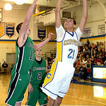 Clearview's Daimon Knowles shoots past Columbia's David Delahunty. LINDA MURPHY/CHRONICLE