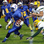 9-13-13 linda murphy</p> <p>clearview&#039;s #1 Alex Pearson runs for yardage past amherst&#039;s #24 Tyler Harris &amp; #43 Todd Hastings.