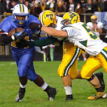 9-13-13 linda murphy</p> <p>Clearview&#039;s #24 Emaje Payton tries to get past amherst&#039;s #55 Mike Wearsch &amp; #24 Tyler Harris