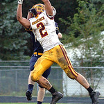 Avon Lake&#039;s Max Seipel catches a touchdown pass as Bailey Gannon defends.<br/>Linda Murphy/Chronicle