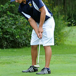 Olmsted Falls' Alex Torres putts. STEVE MANHEIM/CHRONICLE