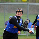 Clearview's Sarah Kaya makes a throw to first base. STEVE MANHEIM/CHRONICLE