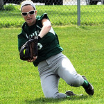 Cloverleaf's Shannon Mohney makes a running catch. STEVE MANHEIM/CHRONICLE