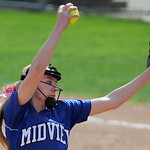 Midview's Lauren Landers pitches to Central Crossing. KRISTIN BAUER | CHRONICLE