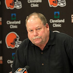 Cleveland Browns president Mike Holmgren talks to the media hours after the team fired head coach Eric Mangini, at the Browns&#039; training facility in Cleveland on Monday, Jan. 3, 2011.    (AP  &#8230;