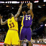 Los Angeles Lakers' Kobe Bryant (24) shoots over Cleveland Cavaliers' Alonzo Gee in an NBA basketball game Tuesday, Dec. 11, 2012, in Cleveland. (AP Photo/Mark Duncan)