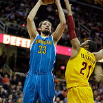 New Orleans Hornets' Ryan Anderson (33) shoots over Cleveland Cavaliers' Wayne Ellington (21) in an NBA basketball game Wednesday, Feb. 20, 2013, in Cleveland. (AP Photo/Mark Duncan)