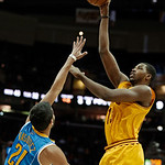 Cleveland Cavaliers' Alonzo Gee shoots over New Orleans Hornets' Greivis Vasquez (21), from Venezuela, during the first quarter of an NBA basketball game Wednesday, Feb. 20, 2013, in Clevela …