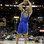 Golden State Warriors' Richard Jefferson shoots against the Cleveland Cavaliers in an NBA basketball game Tuesday, Jan. 29, 2013, in Cleveland. (AP Photo/Mark Duncan)