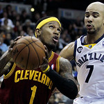 Cleveland Cavaliers' Daniel Gibson (1) goes around Memphis Grizzlies' Jerryd Bayless (7) during the first half of an NBA basketball game in Memphis, Tenn, Monday, Nov. 26, 2012. (AP Photo/Da …