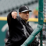 Chicago White Sox manager Robin Ventura throws batting practice before a baseball game against the Cleveland Indians Sunday, April 14, 2013, in Cleveland. (AP Photo/Mark Duncan)
