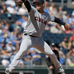 Cleveland Indians starting pitcher David Huff throws during the first inning of a baseball game against the Kansas City Royals, Sunday, Sept. 23, 2012, in Kansas City, Mo. (AP Photo/Charlie  …