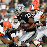 Oakland Raiders fullback Jeremy Stewart (32) runs against the Cleveland Browns during the first half of an NFL football game in Oakland, Calif., Sunday, Dec. 2, 2012. (AP Photo/Tony Avelar)