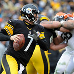 Pittsburgh Steelers quarterback Ben Roethlisberger (7) rolls out of the pocket against the Cleveland Browns during the fourth quarter of an NFL football game on Sunday, Dec. 30, 2012, in Pit …