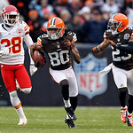 Cleveland Browns wide receiver Travis Benjamin (80) breaks away from Kansas City Chiefs cornerback Neiko Thorpe (38) on a 93-yard punt return for a touchdown in the second quarter of an NFL  …