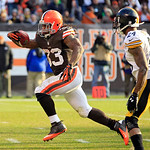 Cleveland Browns running back Trent Richardson (33) runs past Pittsburgh Steelers cornerback Ike Taylor on a 15-yard touchdown run in the third quarter of an NFL football game Sunday, Nov. 2 …