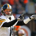 Pittsburgh Steelers quarterback Charlie Batch signals at the line in the first quarter of an NFL football game against the Cleveland Browns Sunday, Nov. 25, 2012, in Cleveland. (AP Photo/Ton …