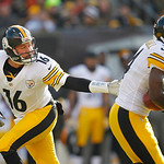 Pittsburgh Steelers quarterback Charlie Batch (16) hands off to running back Rashard Mendenhall in the first quarter of an NFL football game against the Cleveland Browns Sunday, Nov. 25, 201 …