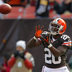 Cleveland Browns running back Montario Hardesty warms up before the Browns play the Pittsburgh Steelers in an NFL football game Sunday, Nov. 25, 2012, in Cleveland. (AP Photo/Tony Dejak)