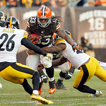 Cleveland Browns running back Trent Richardson (33) runs against the Pittsburgh Steelers in the fourth quarter of an NFL football game Sunday, Nov. 25, 2012, in Cleveland. Cleveland won 20-1 …