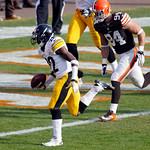 Pittsburgh Steelers running back Chris Rainey beats Cleveland Browns defensive end Auston English (94) to the goal line on a 1-yard touchdown in the second quarter of an NFL football game on …