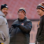 Pittsburgh Steelers quarterback Charlie Batch, left, talks with Cleveland Browns quarterback Brandon Weeden, right, and Browns quarterbacks coach Mark Whipple before an NFL football game Sun …
