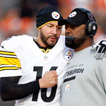 Pittsburgh Steelers quarterback Charlie Batch, left, talks to head coach Mike Tomlin in the second quarter of an NFL football game against the Cleveland Browns Sunday, Nov. 25, 2012, in Clev …