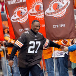 Former Cleveland Browns defensive back Al Gross greets fans before an NFL football game against the Baltimore Ravens Sunday, Nov. 4, 2012, in Cleveland. Gross and Felix Wright were honorary  …