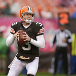 Cleveland Browns quarterback Brandon Weeden looks for an open receiver in the third quarter of an NFL football game against the San Diego Chargers Sunday, Oct. 28, 2012, in Cleveland. (AP Ph &#8230;