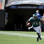 Philadelphia Eagles running back LeSean McCoy runs during an NFL football game against the Cleveland Browns Sunday, Sept. 9, 2012, in Cleveland. (AP Photo/Mark Duncan)