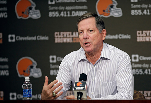 http://elyriact.smugmug.com/Sports/Pro-football/Browns-announce-Norv-Turner/i-KRvQwKg/0/M/Browns_Turner_Football__ctnews@chroniclet.com_4-M.jpg