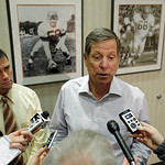 New Cleveland Browns offensive coordinator Norv Turner talks to reporters at the NFL football team&#039;s practice facility in Berea, Ohio Wednesday, Jan. 23, 2013. (AP Photo/Mark Duncan)