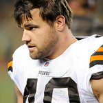 Cleveland Browns running back Peyton Hillis (40) on the sidelines during the NFL football game Pittsburgh Steelers on Thursday, Dec. 8, 2011, in Pittsburgh. (AP Photo/Don Wright)