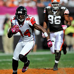 Atlanta Falcons wide receiver Roddy White (84) runs for a first down in the first quarter in an NFL football game against the Cleveland Browns on Sunday, Oct. 10, 2010, in Cleveland. (AP Pho …
