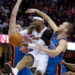 Cleveland Cavaliers guard Mo Williams, center, tries to get past New York Knicks center David Lee, left, and Sergio Rodriguez, from Spain, in the first quarter of an NBA basketball game Mond …