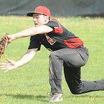 Elyria's Zack Rosenkoetter makes a catch. STEVE MANHEIM/CHRONICLE