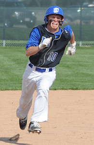 Midview's Gavin Taulbee advances to thrird base on an Amherst error in the first inning April 20. STEVE MANHEIM/CHRONICLE
