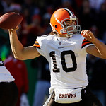 Cleveland Browns quarterback Brady Quinn (10) passes to a teammate during the first half of an NFL football game against the Kansas City Chiefs, Sunday, Dec. 20, 2009, in Kansas City, Mo. (A …
