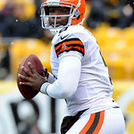 Cleveland Browns quarterback Thad Lewis (9) looks to throw against the Pittsburgh Steelers during the first quarter of an NFL football game on Sunday, Dec. 30, 2012, in Pittsburgh. Pittsburg …