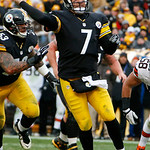 Pittsburgh Steelers quarterback Ben Roethlisberger (7) throws a nine-yard touchdown pass to Pittsburgh Steelers wide receiver Antonio Brown (84) during the third quarter of an NFL football g …