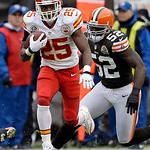 Kansas City Chiefs running back Jamaal Charles (25) breaks away from Cleveland Browns linebacker D'Qwell Jackson (52) on an 80-yard touchdown run in the first quarter of an NFL football game …